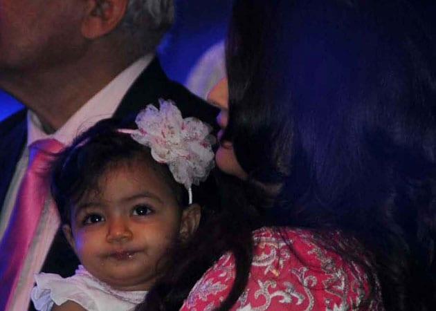 Aaradhya operates iPad on her own: Amitabh Bachchan
