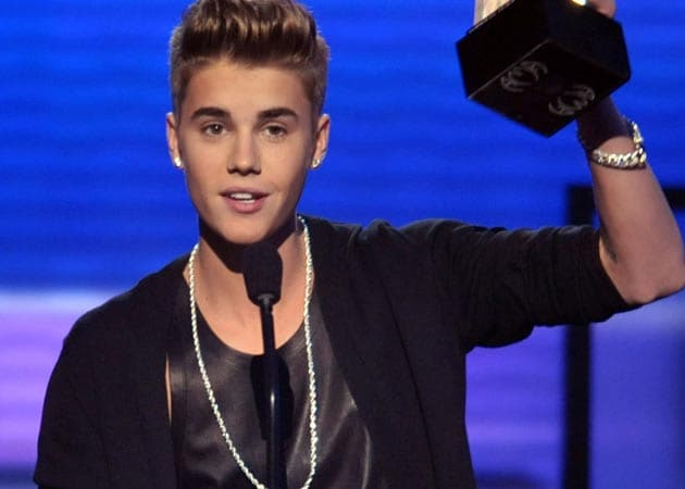 Justin Bieber prays for photographer who died shooting his car