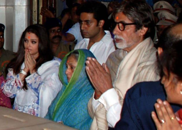 The Bachchans visit Siddhivinayak temple