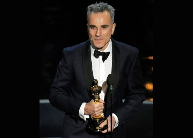 Oscar 2013: Daniel Day-Lewis makes history with third win