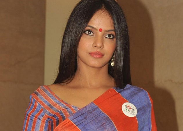 Neetu Chandra can't star in Tamil Delhi Belly but will do item number