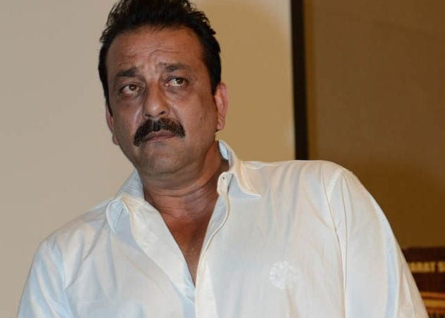 Sanjay Dutt continues shooting despite leg injury
