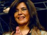 Not married, says Zeenat Aman