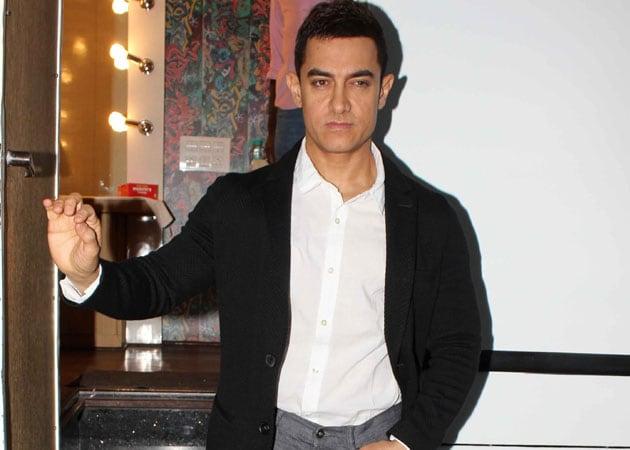 Aamir Khan delays Dhoom 3 shoot for Peekay