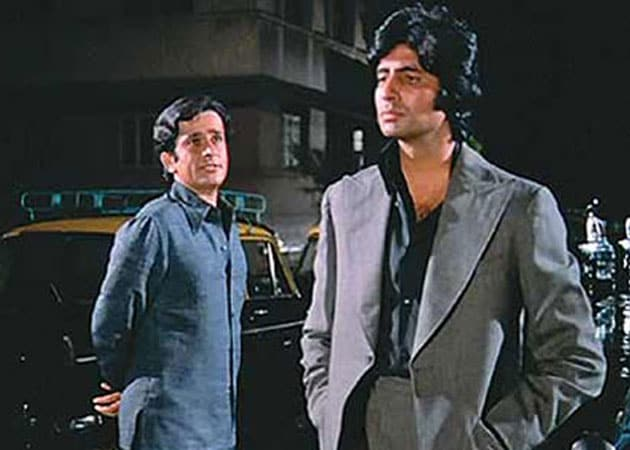Shashi Kapoor appeared small before Big B in Deewar: poet - NDTV Movies