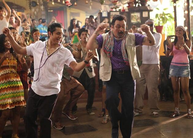 Rishi Kapoor tap dances, 36 years after Hum Kisi Se Kum Nahin