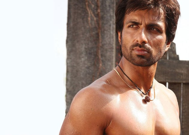 Sonu Sood doesn't let injury affect his work commitments