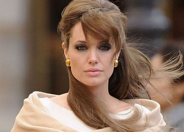 Angelina Jolie's aunt dies of breast cancer, days after actress' mastectomy