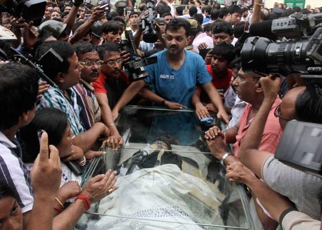 Kolkata bids tearful farewell to Rituparno Ghosh