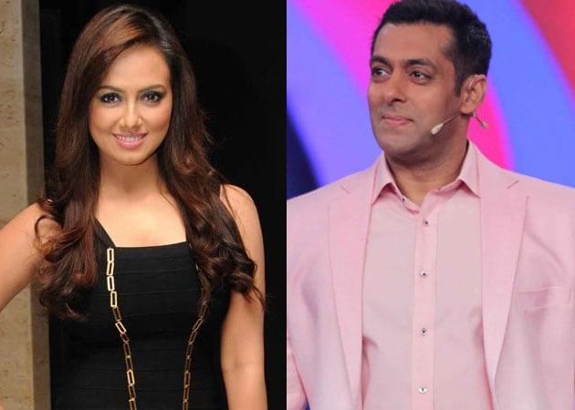 Salman Khan shows support to Sana Khan