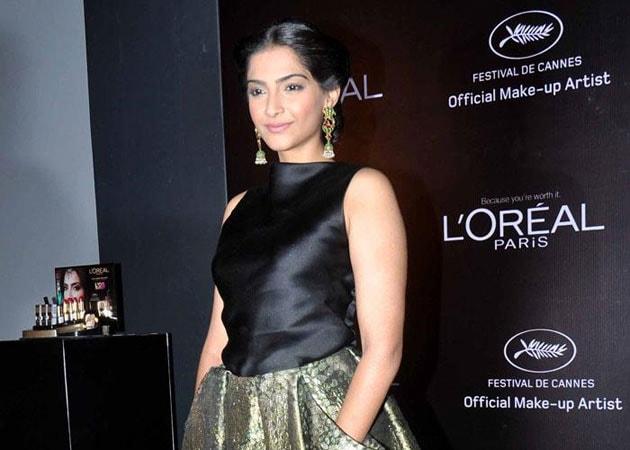 Sonam Kapoor wants to do Indian dance number soon
