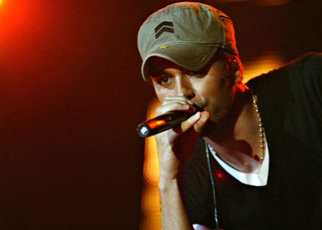 Enrique Iglesias releases first single from new album