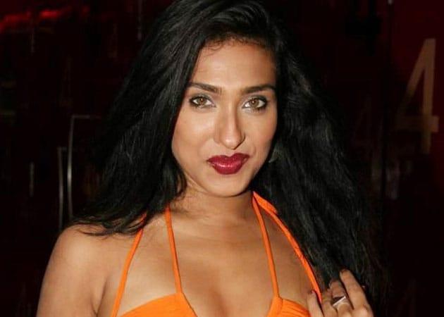 Rituparna Sengupta detained at Toronto airport