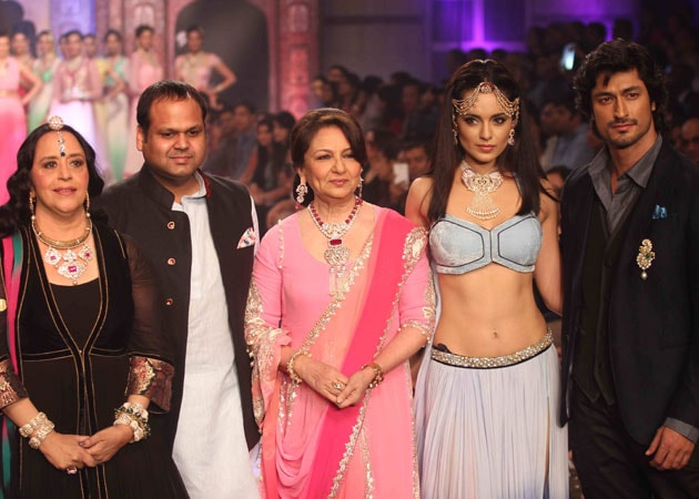 Sharmila Tagore, Kangana Ranaut sizzle on the IIJW ramp