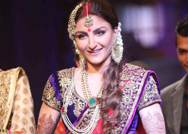 Soha Ali Khan eyes mother's 'beautiful' jewellery