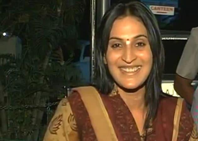 Rajinikanth's daughter starts filming Vai Raja Vaia