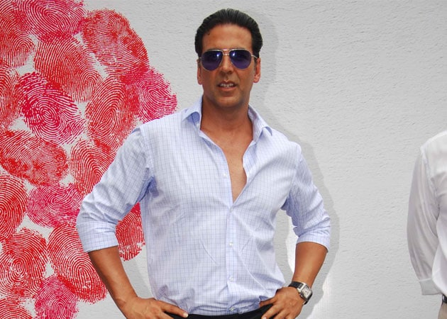 Akshay Kumar makes grand entry for Boss