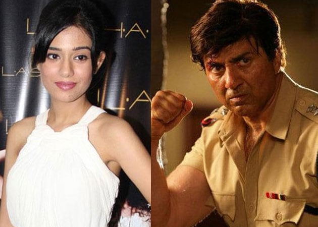 Amrita Rao: It's a bonus to see Sunny Deol doing action scenes on sets