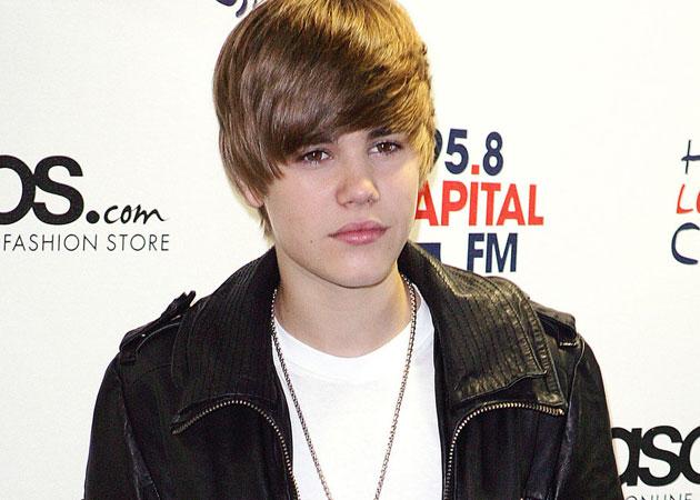 Justin Bieber praises 'beautiful' mother