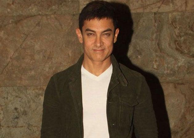 Aamir Khan hosts cousin Mansoor Khan's debut book launch
