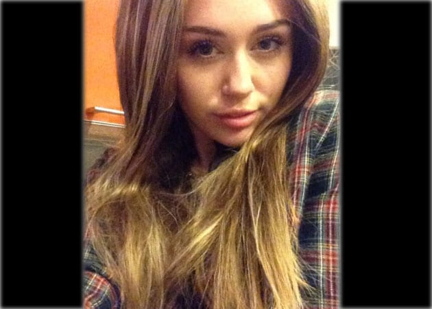 Miley Cyrus tweets selfie with Hannah Montana-style hair