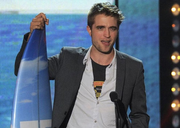 Robert Pattinson parties with Dylan Penn