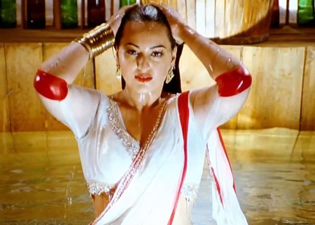 Injured Sonakshi Sinha skips movie promotion down south