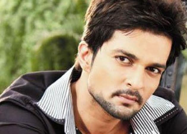 Raqesh Vashishth replaces Karan Singh Grover in Qubool Hai