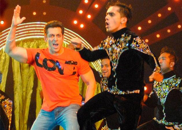 Salman Khan defends decision to perform in Saifai