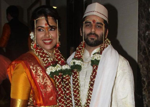 Actress Sameera Reddy marries fiance Akshai Varde