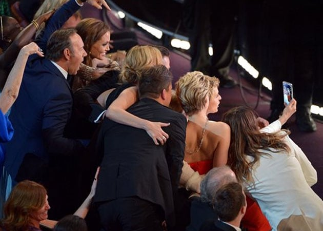 Oscars selfie 'surprise for everyone,' insists Samsung