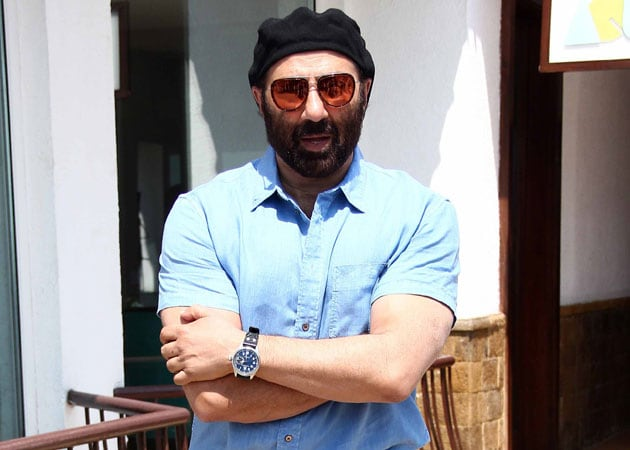 Sunny Deol: Don't want to enter politics, happy being actor