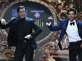 IIFA <i>thumakda</i>: John Travolta dances with Hrithik, Priyanka