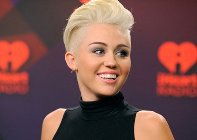Miley Cyrus still in hospital, cancels another show