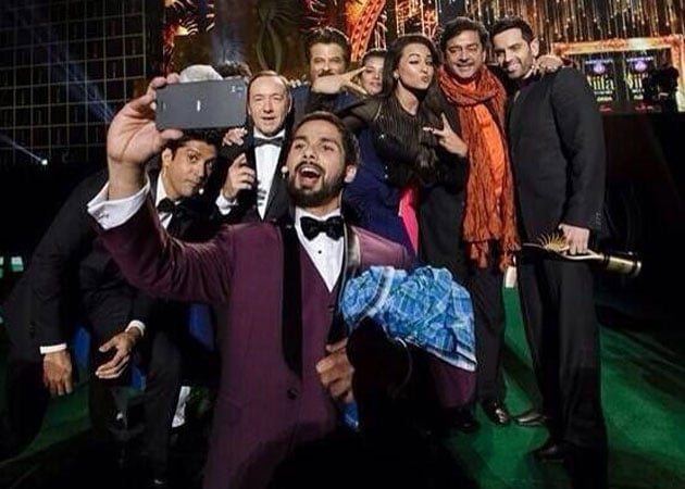 Kevin Spacey stars in Bollywood and Oscar celeb selfies