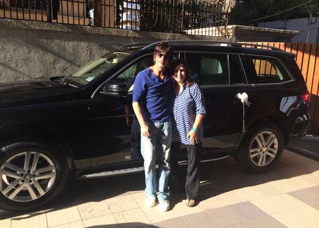 Shah Rukh Khan gives friend Farah Khan a new car