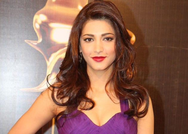 Actress Shruti Haasan Goes to Police Over Unauthorised Pictures