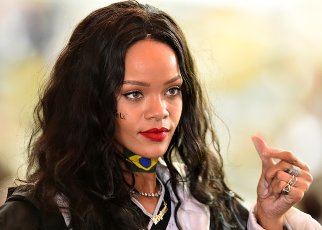Fact-Check: No, Rihanna Wasn't Holding A Pak Flag. See Original Pic Here