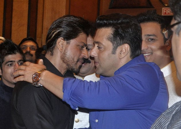 Shah Rukh Khan, Salman Khan Repeat Famous Hug at Iftaar Party
