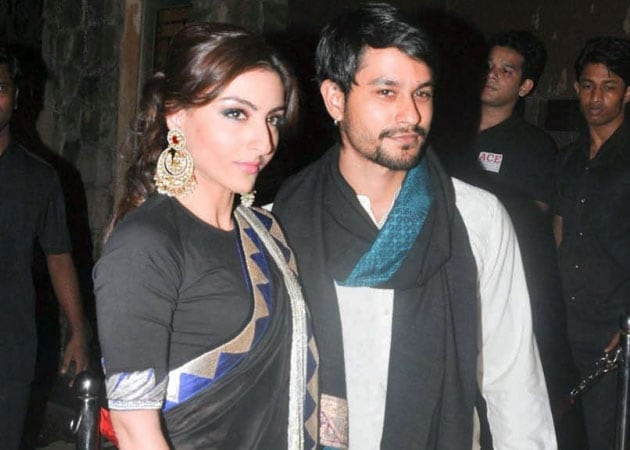 Love in Paris: Soha Ali Khan, Kunal Khemmu Are Engaged