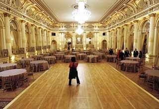 Sahara India makes Rs 3000 crore bid for NY Plaza: reports