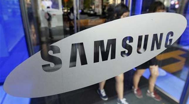 Samsung extends lead over Apple in smartphones, posts record profit