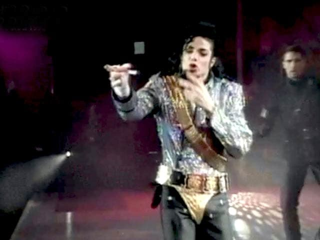 Video : The World This Week: Michael Jackson saves face (Aired: August 1992)