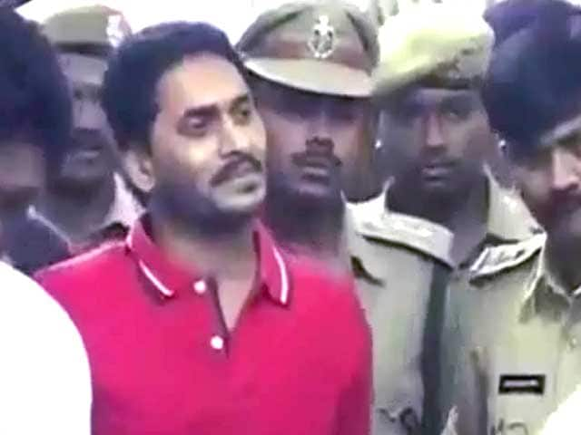 Video : Jagan Reddy, now in hospital, wants hunger strike to adrenalise voters