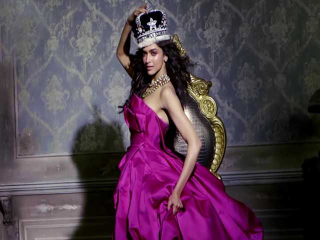 Video : Queen Deepika's royal cover-up