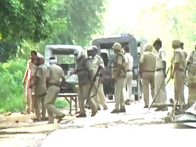 Video : Violent protests in Barabanki after man protesting illegal sand mining killed