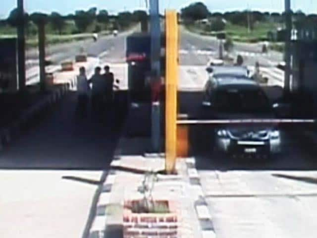 Video : NCP corporator, supporters vandalise toll booth, beat staff in Maharashtra