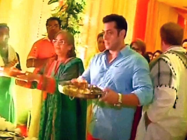 Video : Salman Khan celebrates <i>Ganesh Chaturthi</i>