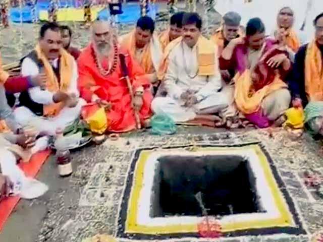 Videos : केदारनाथ मंदिर में तीन महीने बाद पूजा शुरू