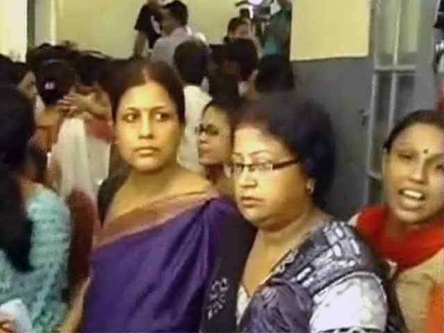 Video : कोलकाता : रैगिंग से स्कूली बच्ची की मौत पर हंगामा